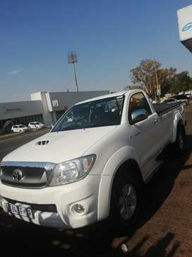 2011 Toyota Hilux 3.0D4d FSH 182500kms.Only R184500