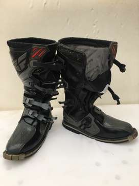 Fly off-road boot