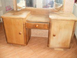Stara drewniana szafka - toaletka
