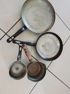2 frying  pans and 2 suspension  pan