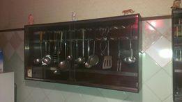 Подвесной шкаф для кухонных принадлежностей