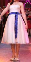 Suknia ślubna krótka z chabrowym paskiem