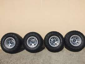 15inch 10j set of mags with mud terrain 33x12.5R15LT Kumho Road Ventur