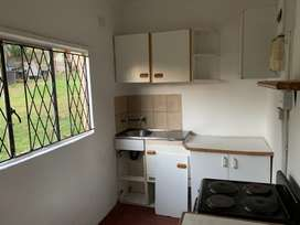 Neat 2x room and a fitted kitchen situated in Malvern.