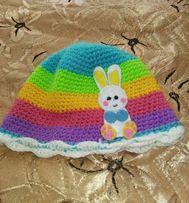 Осенне-весенняя вязанная шапочка