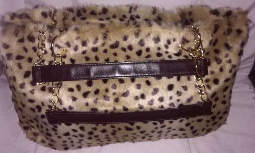Brand new stunning faux fur very soft large handbag 0