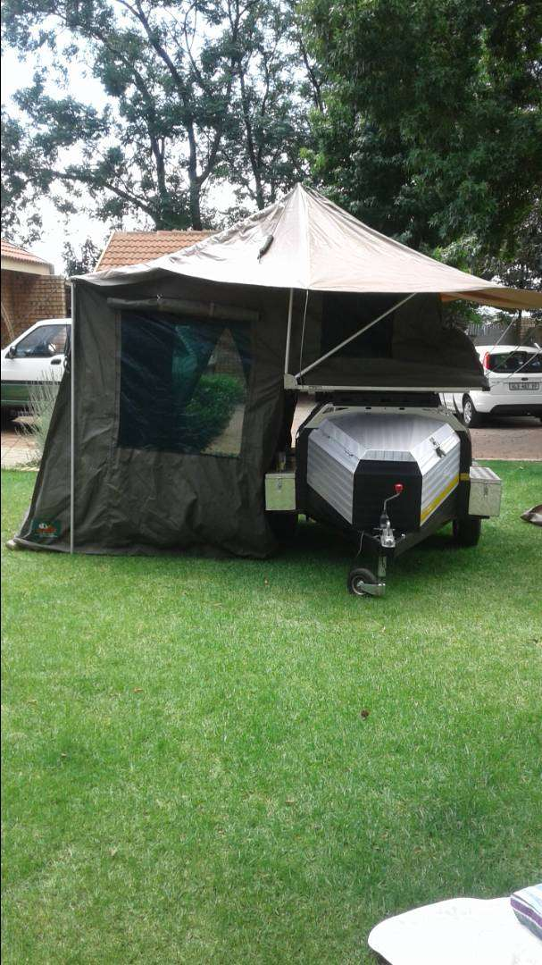 Challenger 6 foot camp trailer with tentco rooftop tent and awning 0