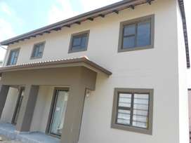 2x 3 BEDROOM APARTMENT FOR RENT IN BRENLEN R 6500 EXCL: L/W