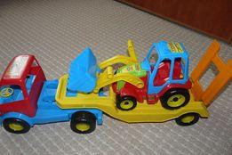 samochód laweta z traktorem