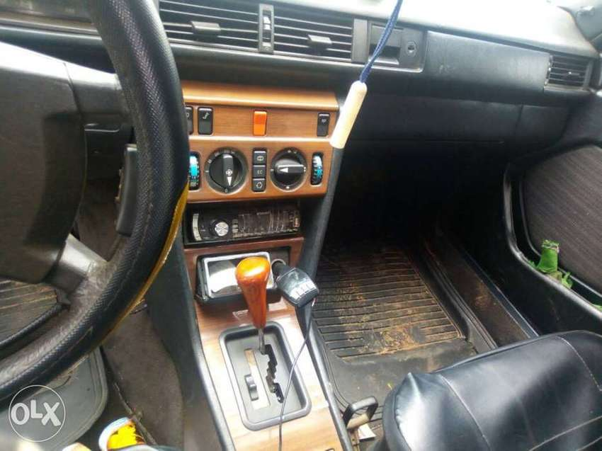 Clean Nigeria used V/Boot Mercedes-Benz, Automatic gear, grade1 Engine 0