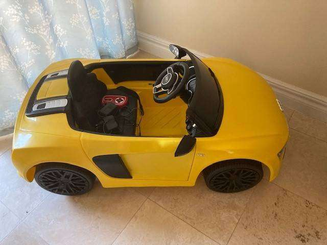 Kids infant toddler battery power Audi R8 ride toy car remote control