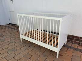 Baby cot (French) w/ mattress