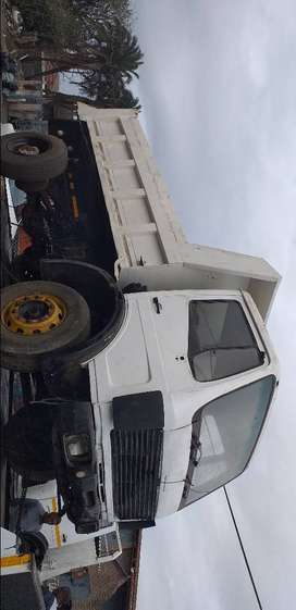 MERCEDES 1617 6 CUBE TIPPER WITH NO ENGINE AN BOX R65000