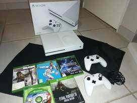 Xbox 1s + 2 controllers with 5 games bundle