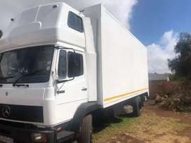 8ton truck with laod box and taillift