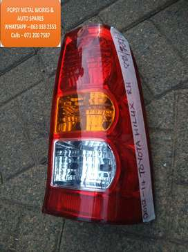 TOYOTA HILUX RH HEAD LIGHT / HEAD LAMP