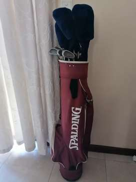 Golf clubs and bag R950