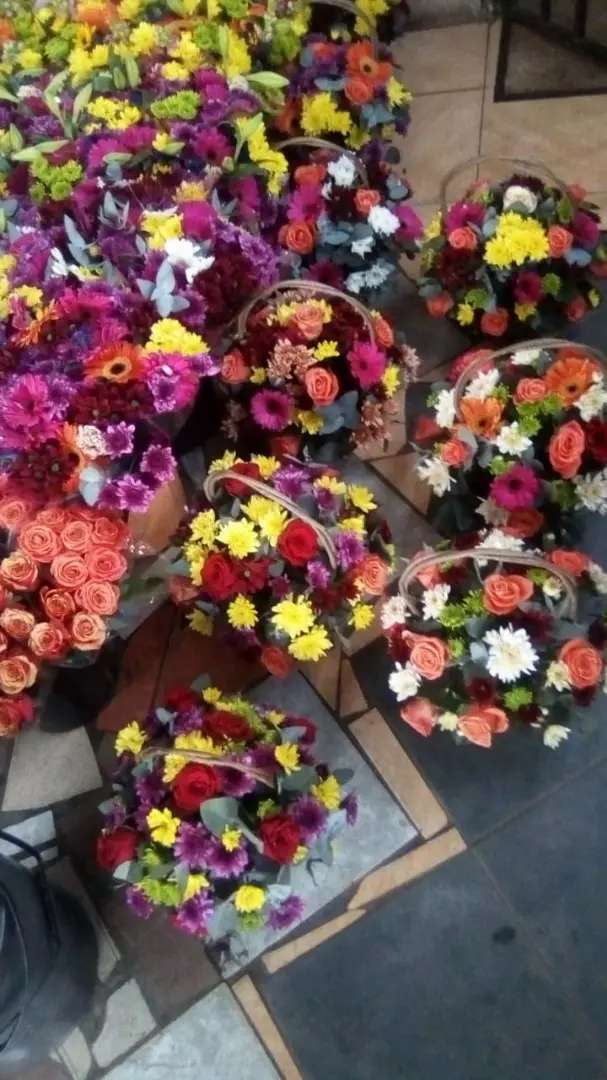 All fresh and artificial flower arrangements 0