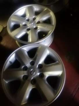 Toyota Hillux mags size 17 fits also fortuner and bakkie for sell