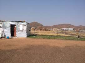 Stand for sale R35 000 with a 2 room zozo