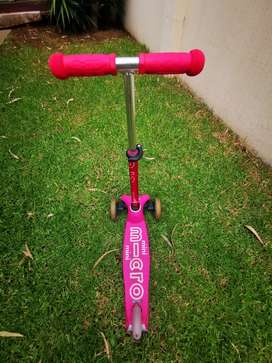 Micro Mini Deluxe Pink T-bar Scooter