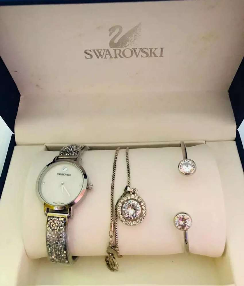 NEW DESIGNER  WATCH SET 0