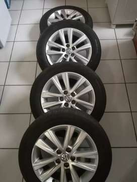 Polo Vivo mag rims and tyres forsale size 15 price R4700