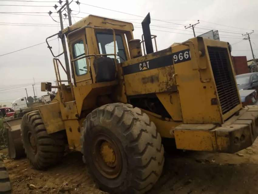 FOR SALE : USED BUT FUNCTIONAL 966C PAYLOADER 0
