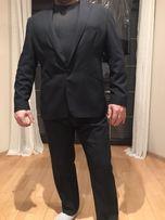 Czarny garnitur meski