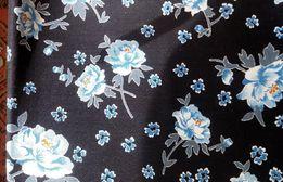 Штапель (платьевая ткань). Материал. Рисунок- голубые цветы.