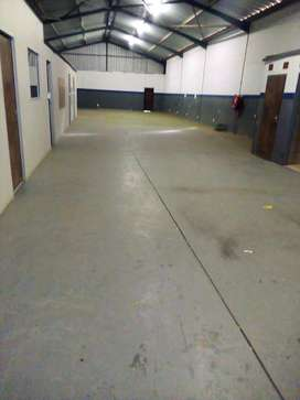 Warehouse to rent in Hilton