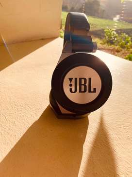 JBL E50 Bluetooth headphones in excellent condition.