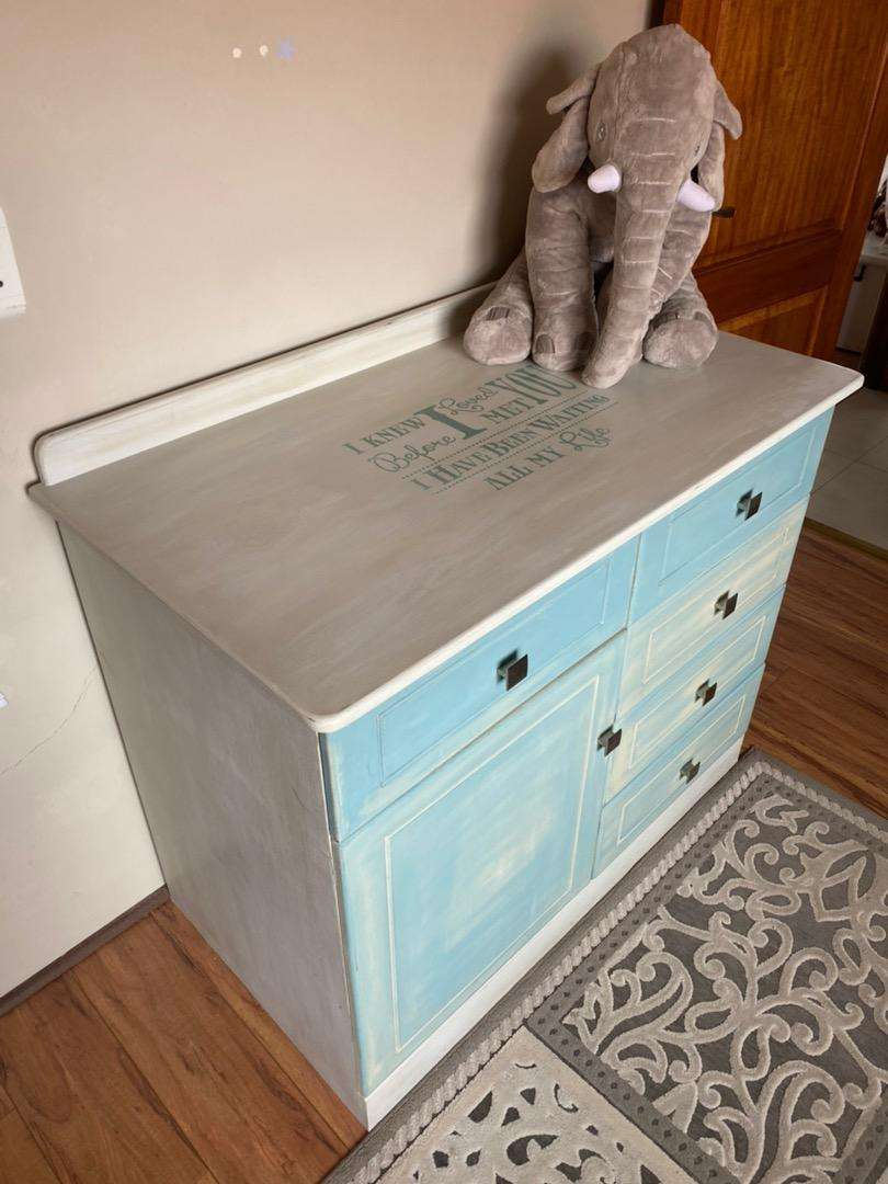 Sleigh cot and matching compactum (Treehouse) 0