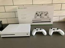 Xbox one s 500gb R3200 with x1 controler