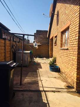 3 Bedrooms house for sale in Pimville zone 4