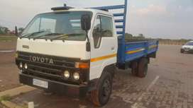 TOYOTA DYNA NEGOTIABLE