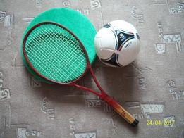 Ракетка для большого тенниса или для банджибола. Теннисная ракетка.