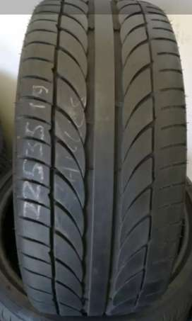 235/35/19 Runflat tyres 85% treat like new