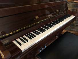 Piano: Strauss UP-110A Upright Piano