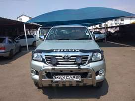 2010 gold Toyota Hilux 2.7 double cab 4*2 Manual