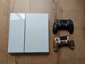 Sony PS4 Game Console 500GB PLUS 2x Games