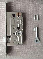 Wkładka/zamek do drzwi wewnętrznych wraz z kluczem i śrubami