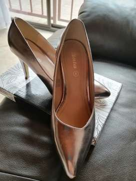 Bata heel for ladies size 6, worn once