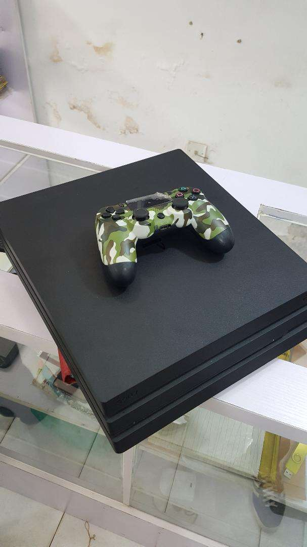 Super Clean Ps4 Pro 1 terabyte for sale 0