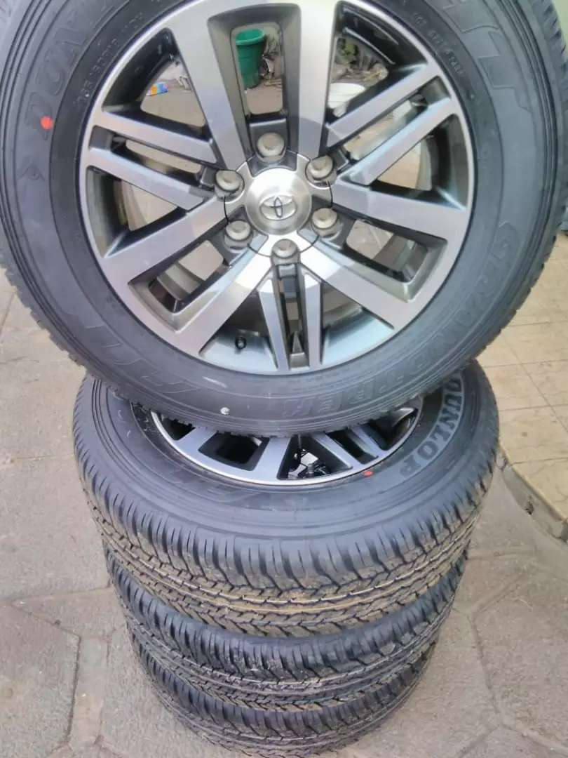 """18 """" Fortuner mags and 265 / 60 / 18 Dunlop tyres"""