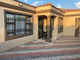 Newly built 3 bedrooms house in chiawelo ext 1