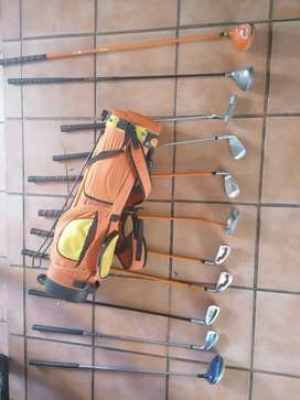 Kids golf set with 11 clubs
