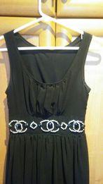 Śliczna i elegancka czarna sukienka z krysztalkami XS
