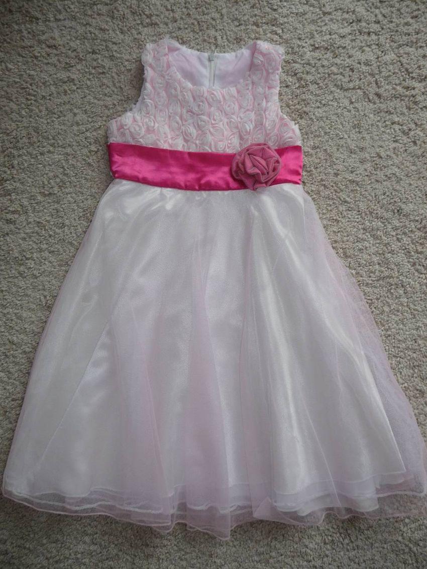 Růžové šaty pro malou družičku 110/116 0