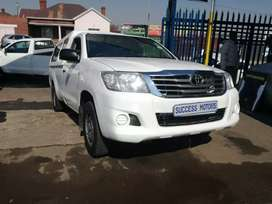 2014 Toyota Hilux 2.5 D 4D with a canopy